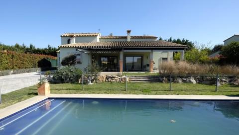 Immo Plaza Spain | Schöne 4-Zimmer-Villa mit Garten, Pool und ...