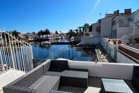 Immo plaza spain modern huis gerenoveerd met ligplaats van 6 meter