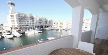 beautiful-apartment-completely-renovated-large-terrace-south-location-caballito-de-mar-empuriabrava