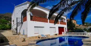 Image spacious-south-facing-villa-with-4-bedrooms-pool-and-views-of-the-bay-of-roses-costa-brava-spain