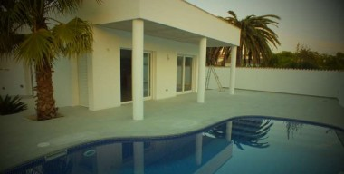 new-construction-storey-villa-with-pool-near-the-city-center-of-empuriabrava-catalonia
