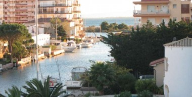 Image nice-apartment-with-2-bedrooms-overlooking-the-canal-and-the-sea-5-mins-from-the-beach-roses-costa-brava