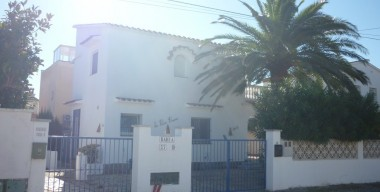 beautiful-house-with-4-bedrooms-in-2nd-line-of-sea-poss-build-a-pool-empuriabrava-costa-brava