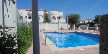 beautiful-apartment-overlooking-the-canal-with-community-pool-empuriabrava-costa-brava-north