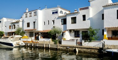 splendid-fisherman-house-with-3-bedrooms-private-parking-roof-terrace-and-mooring-75mtr-in-isla-cartago-marina-empuriabrava