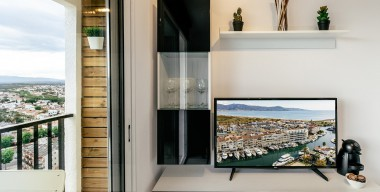 modern-completely-renovated-in-2019-cabin-studio-with-beautiful-views-of-the-mountains-and-sea-empuriabrava