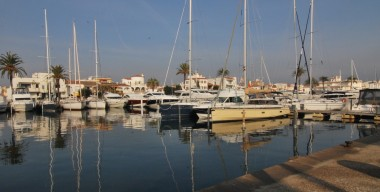 charming-studio-in-the-center-of-empuriabrava-with-wonderful-views-of-canal-northern-costa-brava-spain