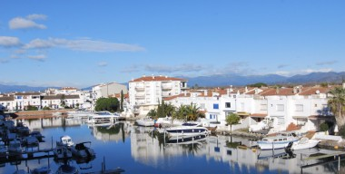 Image apartment-with-2-bedrooms-pleasant-canal-and-mountain-view-empuriabrava-alt-emporda