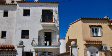 charming-semi-detached-house-with-2-bedrooms-garage-and-parking-in-empuriabrava-costa-brava