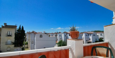 Image very-sunny-apartment-1-bedroom-and-communal-swimming-pools-sant-maurici-empuriabrava
