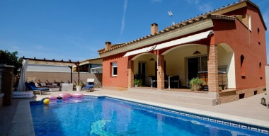 Image beautiful-villa-with-4-bedrooms-3-bathrooms-swimming-pool-and-a-spacious-garage-100-m2-castello-dempuries