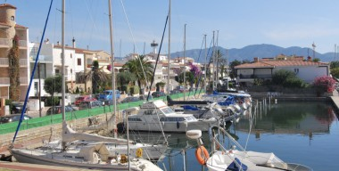 Image studio-very-well-located-overlooking-canal-close-to-the-sea-and-the-center-of-empuriabrava-costa-brava