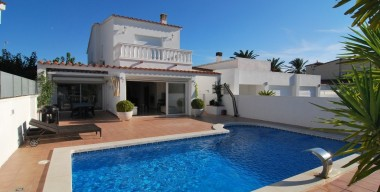 beautiful-villa-with-5-bedrooms-and-pool-on-the-canals-of-the-marina-ampuriabrava-costa-brava-north