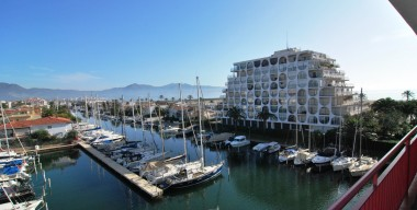 beautiful-bright-and-spacious-apartment-at-only-2-minutes-from-the-beach-and-center-of-the-marina-of-empuriabrava