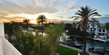 nicely-renovated-apartment-with-1-bedroom-beautiful-view-of-the-main-channel-of-empuriabrava