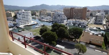 beautiful-renovated-studio-with-canals-views-pools-tennis-courts-in-santa-margarita-roses-costa-brava