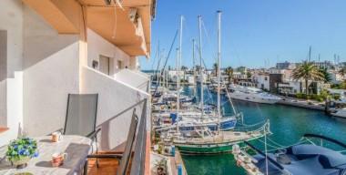 beautiful-apartment-with-harbor-views-large-terraces-caballito-de-mar-empuriabrava-costa-brava