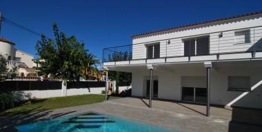 modern-villa-with-pool-and-garden-near-the-port-alberes-pani-of-the-marina-of-empuriabrava