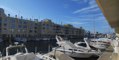 2-bedroom-apartment-facing-south-with-1-private-parking-near-the-beach-of-empuriabrava-costa-brava