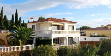 spacious-and-modern-villa-of-173m2-in-mas-fumats-overlooking-the-bay-of-rosas-costa-brava