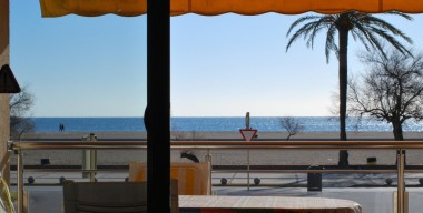 modern-apartment-in-1st-line-of-the-sea-overlooking-the-bay-of-roses-situated-in-empuria-costa-brava