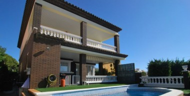 big-and-luxurious-villa-with-guest-apartment-in-the-center-of-rosas-costa-brava-catalunya