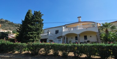 reserved-spanish-style-villa-with-a-separate-guest-house-view-of-the-bay-of-roses-costa-brava