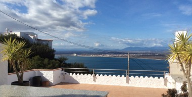 duplex-with-3-bedrooms-terrace-and-garden-130m2-2-parking-places-and-views-to-the-bay-of-roses