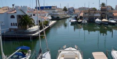 Image superb-house-with-mooring-of-13m-3-bedrooms-and-3-bathrooms-near-the-beach-and-center-empuriabrava