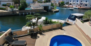 very-beautiful-house-facing-south-on-the-main-canal-with-a-private-mooring-of-11m-empuriabrava-costa-brava-north