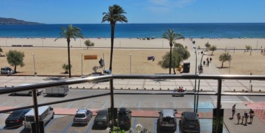 penthouse-in-first-sea-line-with-2-bedrooms-and-a-private-garage-in-the-basement-empuriabrava