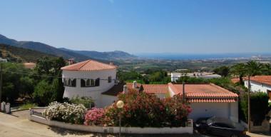 Image beautiful-villa-with-fantastic-views-4-bedrooms-3-bathrooms-swimming-pool-sauna-and-a-spacious-garage-roses