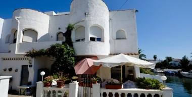 house-in-the-area-valira-with-private-mooring-several-terraces-and-solarium-in-empuriabrava-costa-brava