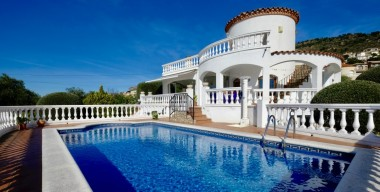 Image beautiful-sea-view-villa-4-bedrooms-swimming-pool-garage-and-workshop-on-the-heights-of-palau-saverdera-costa-brava