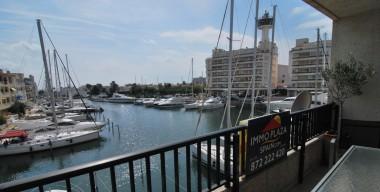 bright-and-luxurious-apartment-overlooking-two-harbors-of-empuriabrava-costa-brava