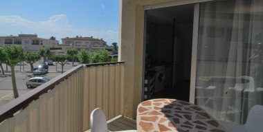 ideal-apartment-as-a-pied-a-terre-near-to-the-beach-of-empuriabrava-catalonia-spain