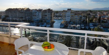 reserved-bright-apartment-with-stunning-views-over-the-marina-of-empuriabrava-and-the-pyrenees-costa-brava-north