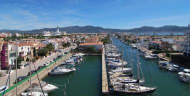 nice-studio-sea-canal-and-mountain-views-town-center-empuriabrava-costa-brava