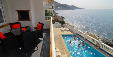 lovely-renovated-seafront-apartment-with-pool-and-garage-at-canyelles-petites-the-bay-of-rosas-costa-brava