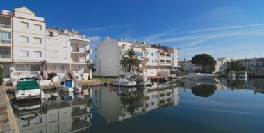 building-plot-in-a-private-port-with-a-mooring-13x11m-10mins-walk-from-the-center-of-empuriabrava