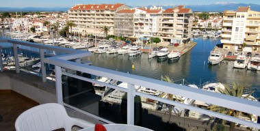 beautiful-67m2-apartment-two-bedrooms-with-terrace-of-16m2-and-a-superb-view-over-empuriabrava-costa-brava