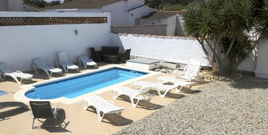 bonica-villa-amb-2-apartaments-piscina-privada-i-aparcament-privat-a-marina-empuriabrava-costa-brava
