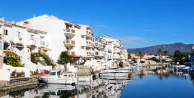 Image spacious-penthouse-in-porto-fino-canal-views-close-to-the-beach-of-empuriabrava-communal-parking