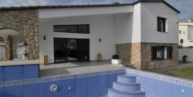 beautiful-renovated-villa-on-a-large-plot-4-bedrooms-and-bathrooms-swimming-pool-and-spacious-garage-empuriabrava