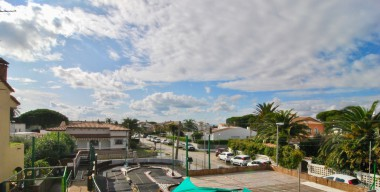 Image bright-apartment-completely-renovated-2-bedrooms-in-the-center-of-empuriabrava-costa-brava