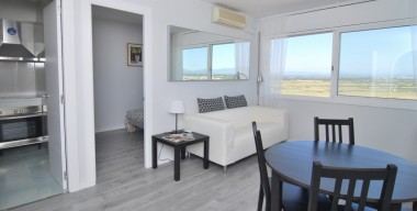 Image 1st-line-of-the-sea-2-bedroom-apartment-completely-renovated-in-2016-empuriabrava-costa-brava