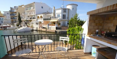 Image beautiful-house-of-117-m2-on-the-canal-with-mooring-of-6m-and-parking-in-empuriabrava-costa-brava