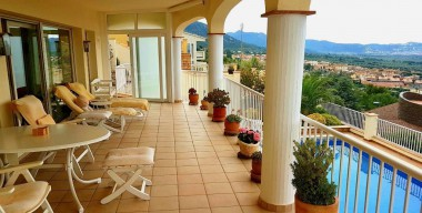 Image opportunity-villa-with-3-large-bedrooms-pool-double-garage-and-amazing-views-of-the-bay-of-roses-palau-saverdera-costa-brava