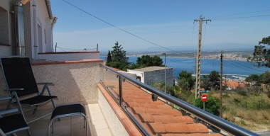 Image sunny-comfortable-house-completely-renovated-equipped-to-live-all-year-located-in-puigrom-rosas-catalunya