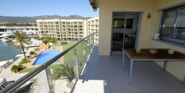 Image high-standard-quality-apartment-with-magnificent-views-large-terrace-parking-storage-swimming-pool-santa-margarita-roses-costa-brava